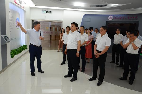 南京市常务副市长杨学鹏一行来访深研院